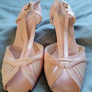 Light Pink Hush Puppies sandals! Size 9m